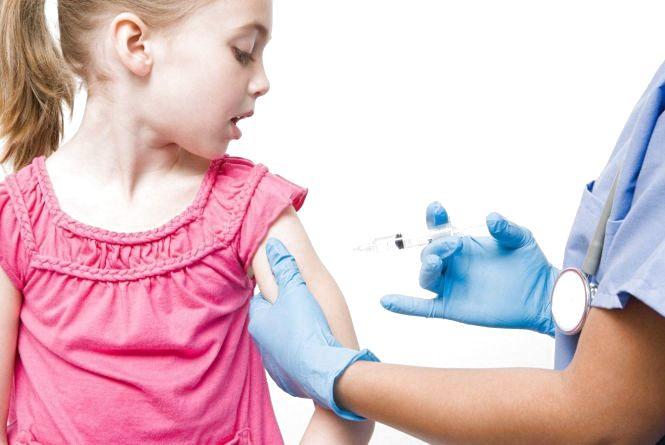 Кір не відступає: медики рекомендують  вакцинувати дітей перед початком нового навчального року.