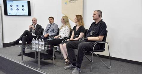 """З 23 серпня в Україні запрацює перша професійна «гаряча лінія» з попередження суїцидів та психологічної підтримки «Lifeline Ukraine» («Лайфлайн Україна»). Гаряча лінія працюватиме 24/7 за номером 7333. Протоколи, за якими працюватимуть психологи на лінії – перекладені та адаптовані протоколи австралійської гарячої лінії """"Lifeline Australia"""", що працює з 1963 року. На першому етапі проект сфокусується на ветеранах російсько-української війни."""