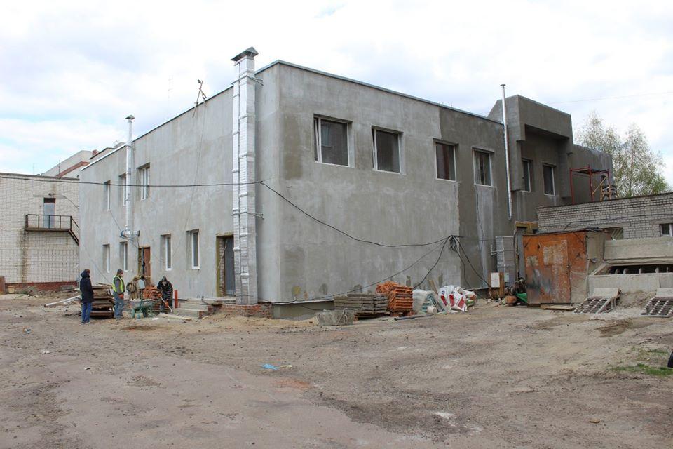 Голова Чернігівської облдержадміністрації Андрій Прокопенко ознайомився із ходом будівельних робіт у двох медичних закладах Чернігова.