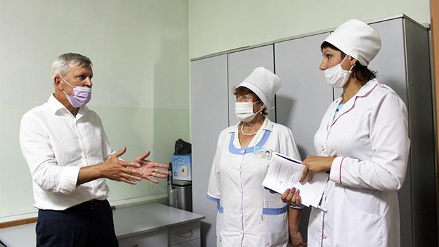 Відтепер менські медики самі здійснюватимуть тест на коронавірус: від благодійника заклад отримав необхідне обладнання.