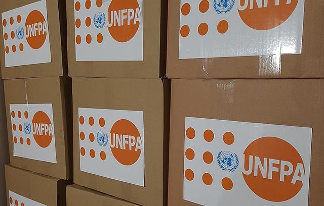 Фонд ООН у галузі народонаселення в Україні передав лікарням Чернігівщини санітарні набори для жіночого персоналу, який працює із хворими на COVID-19.